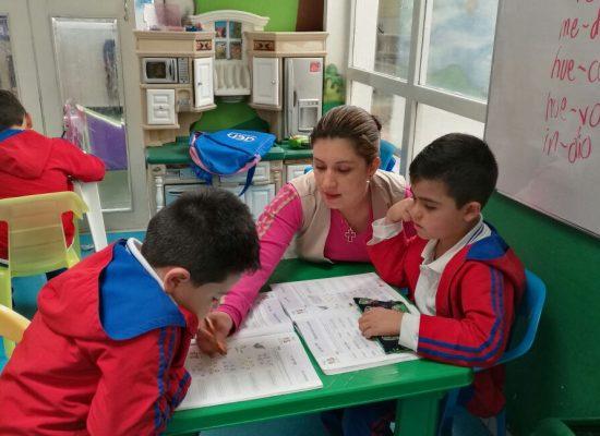 4. FOTO VIÑETA 1 Profesora en clase